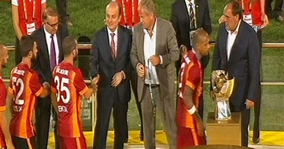 Felipe Melo, Demirören'in elini yine sıkmadı
